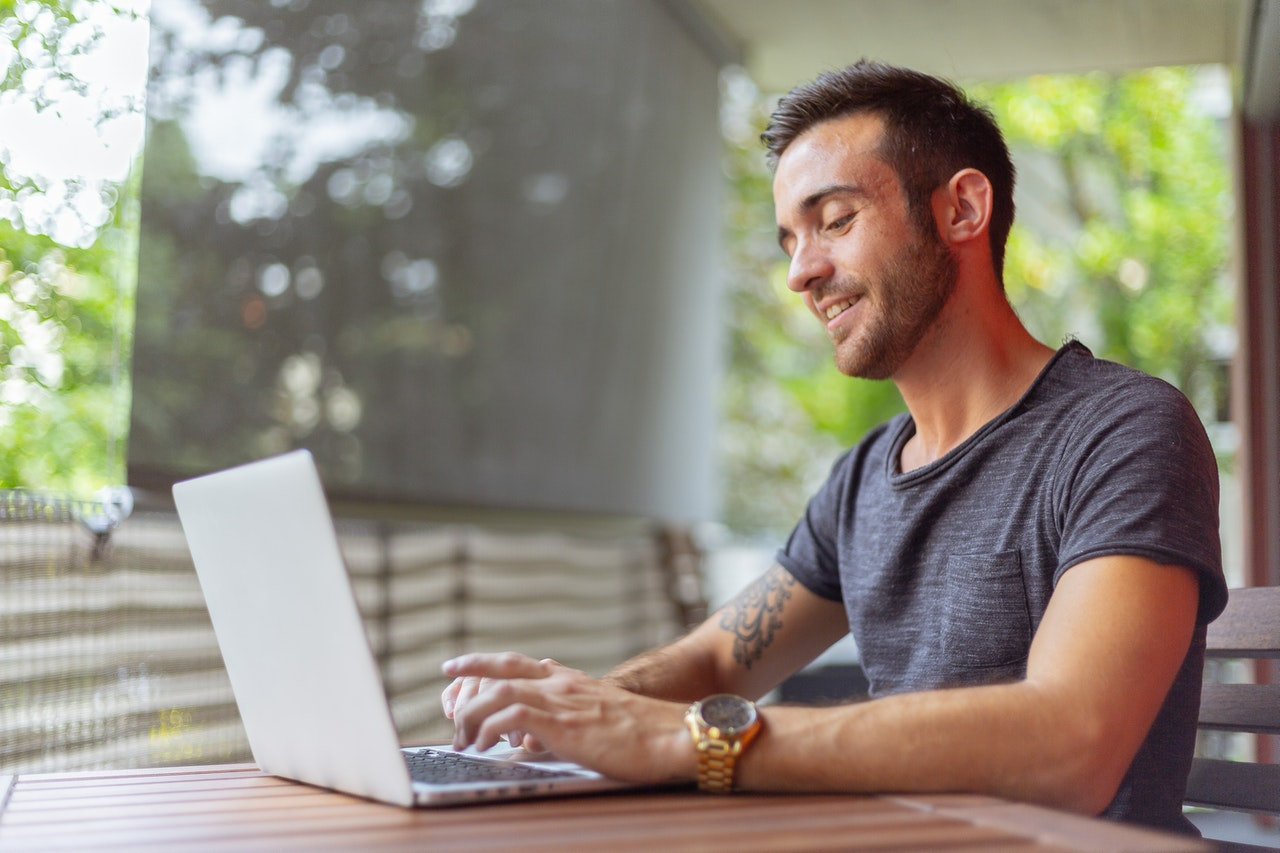 Why Your Business' Customer Service Should Adopt E-Signatures Right Now